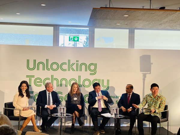 Global leaders sharing their perspectives on unlocking tech for good (From left to right: Panel moderator, Julia Chatterley, with panelists Michael Froman of Mastercard, Peggy Johnson of Microsoft, His Excellency Airlangga Hartarto, Coordinating Minister for Economic Affairs, Republic of Indonesia, Sanjay Poonen of VMWare and Anthony Tan of Grab)